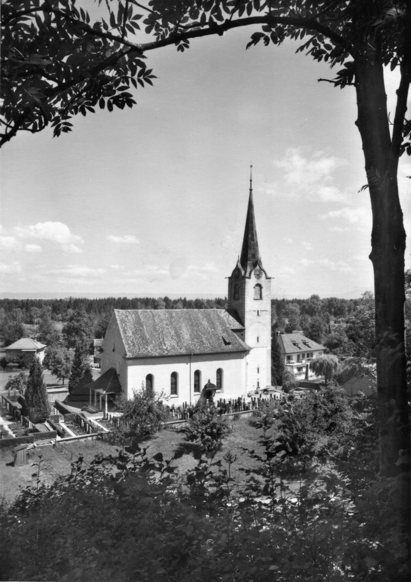 Kirche mit Pfarrhaus